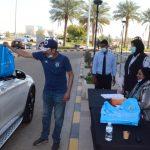 قام مكتب الشهيد بتوزيع علم الكويت وعلم الشهيد